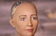 الروبوت صوفيا تتحصل على الجنسية السعودية و تحدث جدلا كبيرا (فيديو )
