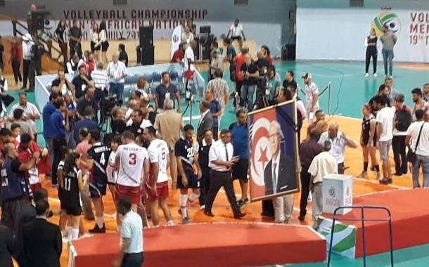 الفريق الوطني لكرة الطائرة ينتصر أمام الكامرون و يهدي كأس افريقيا لروح الباجي قايد السبسي