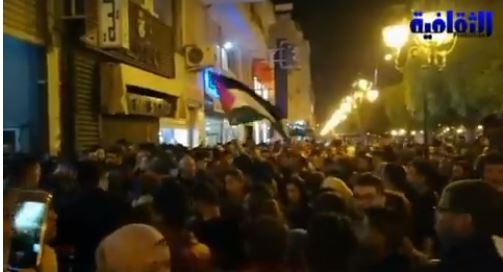 بالفيديو: تونسيون يقومون بوقفة احتجاجية ضد عرض الفيلم البناني